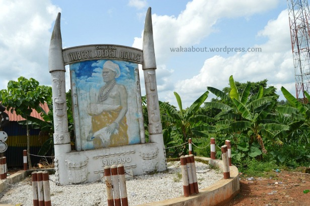 A memorial in honour of the late Huber Ogunde in is hometown of Ososa (on the Lagos Ijebu-Ode highway)