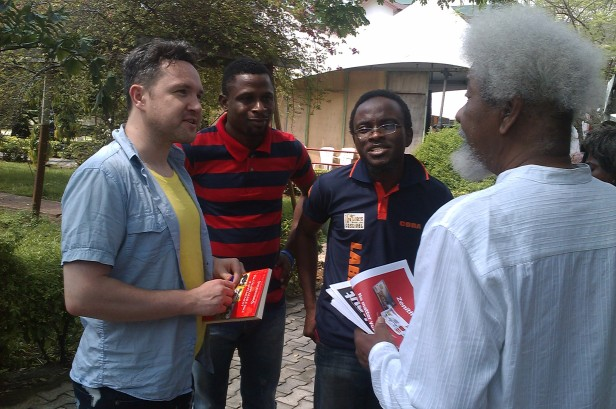 Soyinka chatting with a younger generation of writers (at LABAF 2013)
