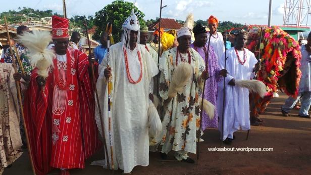 Osokia'a Festival: The King (2L) flanked by his chiefs, all headed to the festival venue in Ejiyan