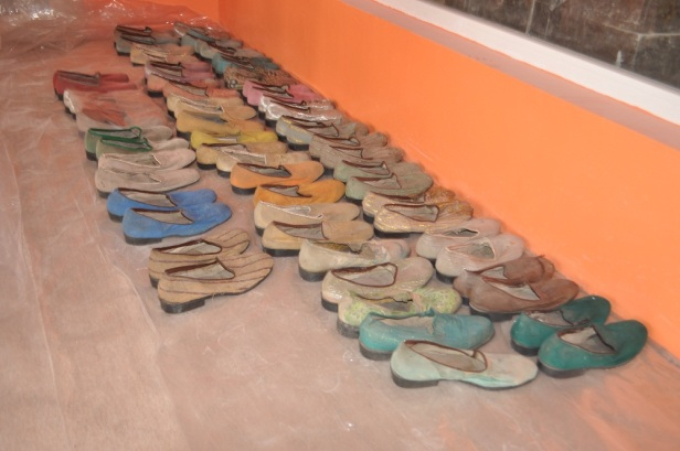 felas-shoes-in-one-of-the-rooms-of-kalakuta-museum-photo-by-adedeji-olalekan